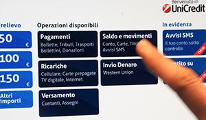 Un cliente prova la nuova interfaccia di BancoSmart e la home page personalizzata.